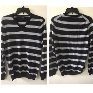 J crew men's Merino wool V-neck sweater Size XS